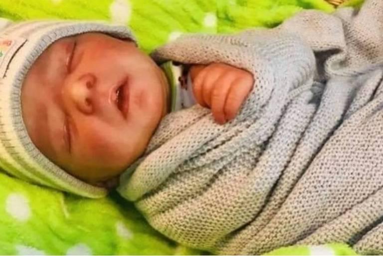 Casal usa boneca Reborn para arrecadar dinheiro por suposta morte de bebê
