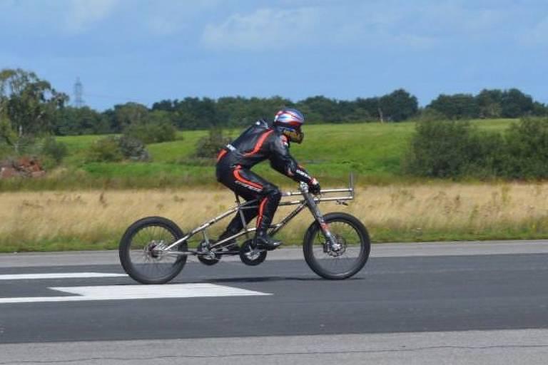Neil Campbell, 45, bateu recorde de velocidade ao atingir 280,55 km/h