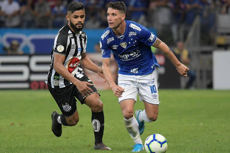 Thiago Neves em jogo do Brasileiro contra o Santos; meia tem um dos salários mais altos do elenco