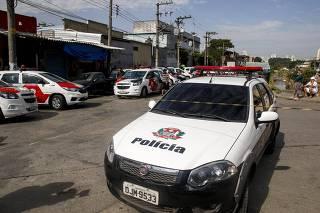 Viatura da Polícia Civil em busca por PM desaparecido