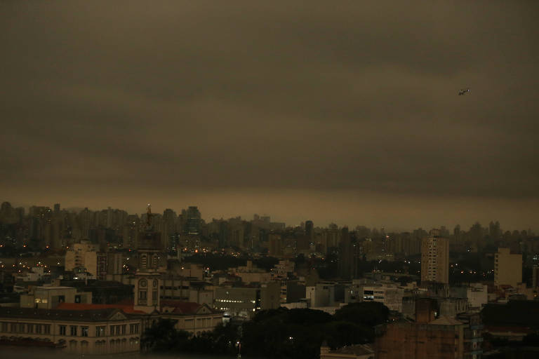 Dia virou noite em São Paulo