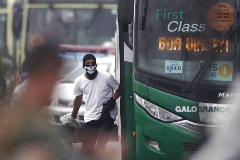 Sequestrador que ameaçou passageiros em ônibus na ponte Rio-Niterói