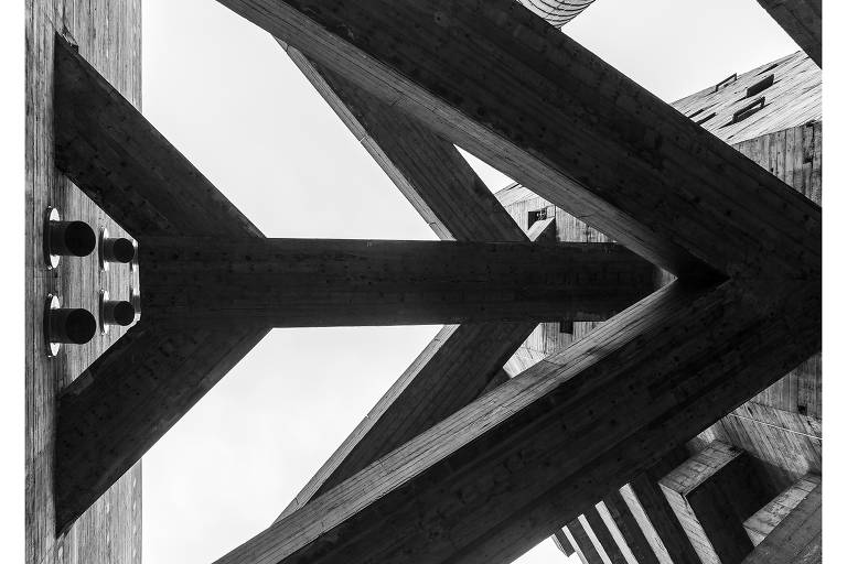 Registro do Sesc Pompeia, projeto de Lina Bo Bardi, pelas lentes do fotógrafo Leonardo Finotti