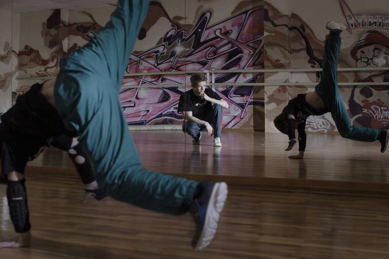 Em 2009, Segey Chernychev, então com 9 anos, foi um dos primeiros alunos da academia de dança de seu pai
