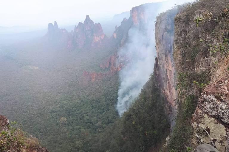 Incêndio atinge a região centro-norte da unidade de conservação Parque Nacional da Chapada dos Guimarães, no Mato Grosso