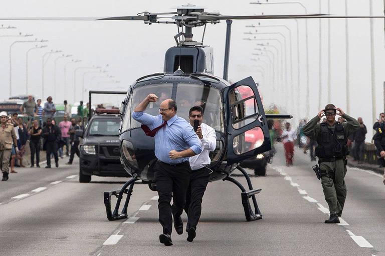 O governador do Rio, Wilson Witzel, ao desembarcar de helicóptero na ponte Rio-Niterói