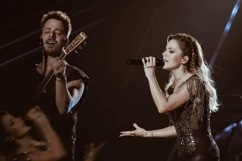Sandy e Junior em show da turnê comemorativa 'Nossa História'
