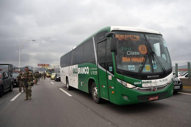 Ônibus sequestrado na ponte Rio-Niterói nesta terça-feira (20)