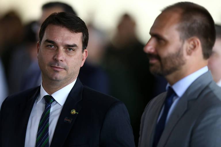 Os congressistas Flávio Bolsonaro e Eduardo Bolsonaro