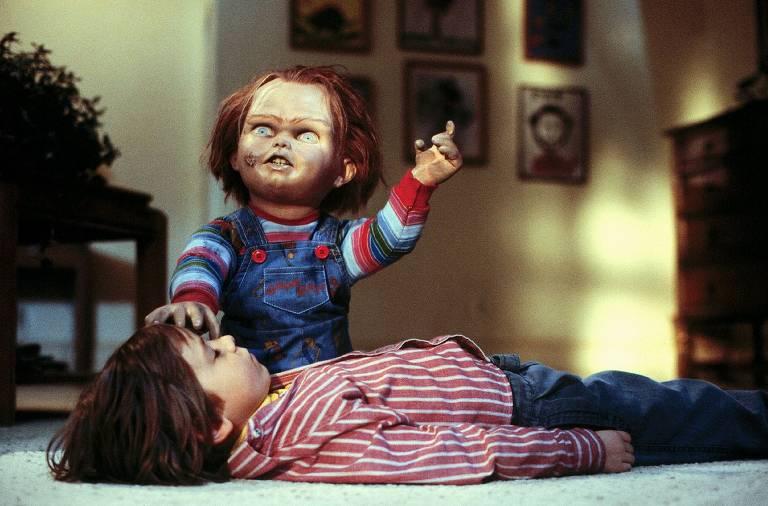"""""""Brinquedo Assassino"""" (1988): O primeiro filme da franquia mostra como o boneco Chucky se tornou um assassino ao ser possuído por um serial killer"""
