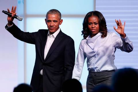 (FILES) In this file photo taken on October 31, 2017 Former US president Barack Obama and his wife Michelle wave as they exit the stage during the Obama Foundation Summit in Chicago. - The US Secret Service said on October 24, 2018, it had intercepted suspect packages, identified as potential explosive devices, sent to the homes of former president Barack Obama and former secretary of state Hillary Clinton. The Secret Service said it recovered a single package addressed to Clinton in Westchester, a suburb north of Manhattan on October 23, and a second package addressed to the Obama residence in Washington on October 24. (Photo by Jim Young / AFP) ORG XMIT: JEY117