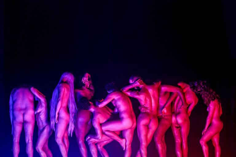 pessoas dançando