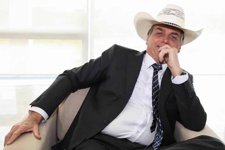 """""""Pode estar havendo, não estou afirmando, ação criminosa desses ongueiros para exatamente chamar a atenção contra a minha pessoa, contra o governo do Brasil. Essa é a guerra que nós enfrentamos. Vamos fazer o possível e o impossível para conter esse incêndio criminoso"""", disse o presidente Jair Bolsonaro"""