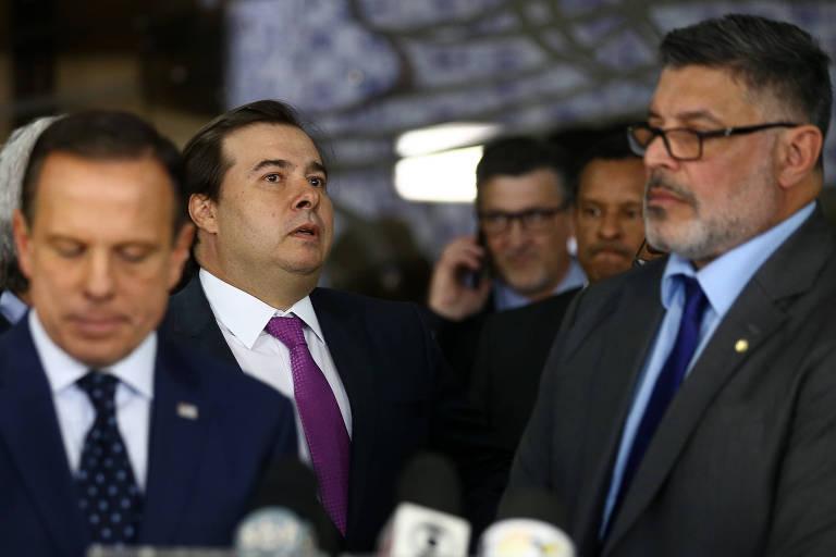 Doria, Rodrigo Maia e o deputado Alexandre Frota após reunião com bancada do PSDB