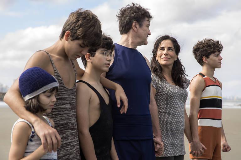 Isabel (Maju Lima), Carlos (Xande Valois), Julinho (Davi de Oliveira), Júlio (Antonio Calloni), Lola (Gloria Pires) e Alfredo (Pedro Sol)