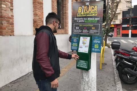 Subprefeitura da Lapa e Virada Sustentável instalam 30 bituqueiras na região, em São Paulo