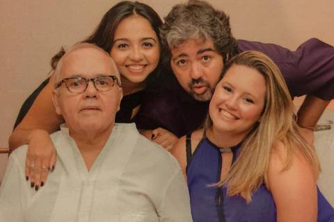 Jornalista José de La Peña Neto e os filhos