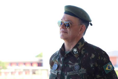 11.5.2017 - General Carlos Roberto Pinto de Souza é homenageado pelo Exército; ele será responsável pela Diretoria de Avaliação da Educação Básica (Daeb) Foto: Reprodução/ Comando de Comunicações e Guerra Eletrônica do Exército