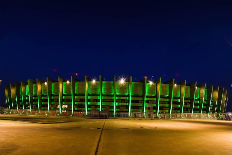 O estádio do Mineirão, em Belo Horizonte, se iluminou de verde na noite desta quinta-feira (22)