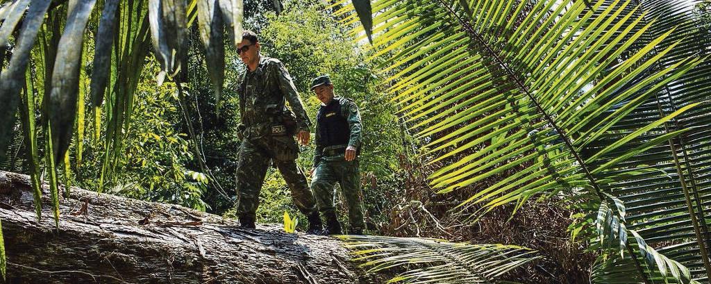 militares em floresta