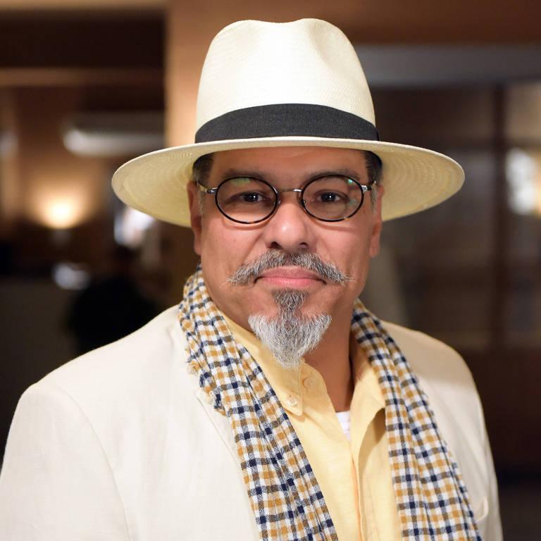 Maurício Mattar vive Carlos em Topíssima