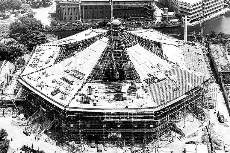 Nippon Budokan em construção