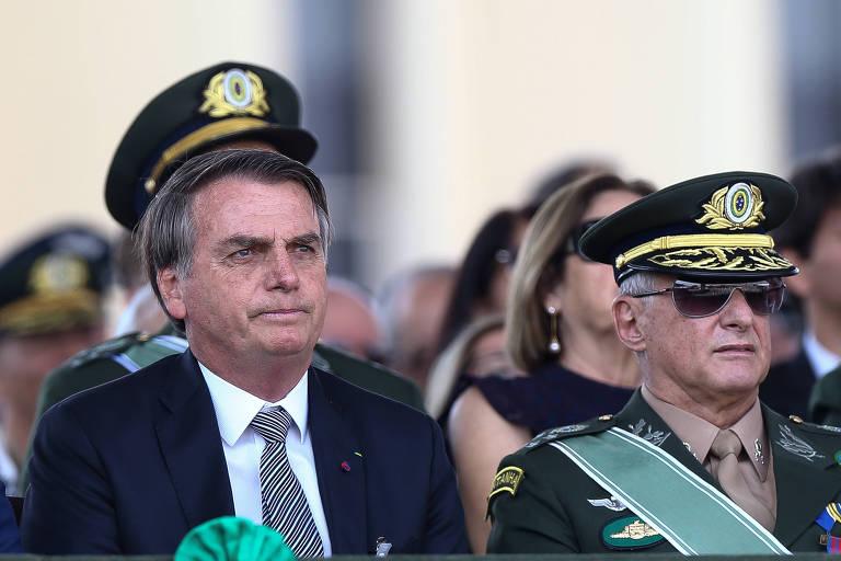 O presidente Bolsonaro e o general Pujol, comandante do Exército, no Dia do Soldado de 2019