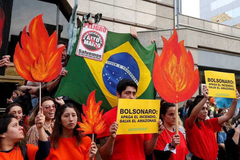 Protesto contra o governo Bolsonaro e a favor da Amazônia em Santiago, no Chile