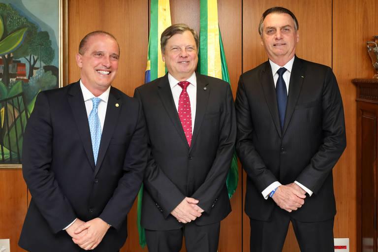 Cotado, embaixador de Paris é igual ou pior que Ernesto Araújo, avaliam parlamentares
