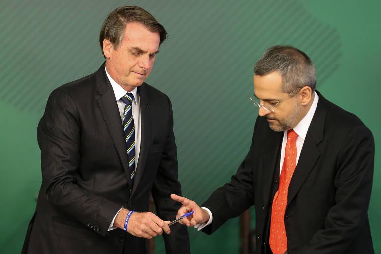 O presidente Jair Bolsonaro e o ministro da educação Abraham Weintraub, no Palácio do Planalto