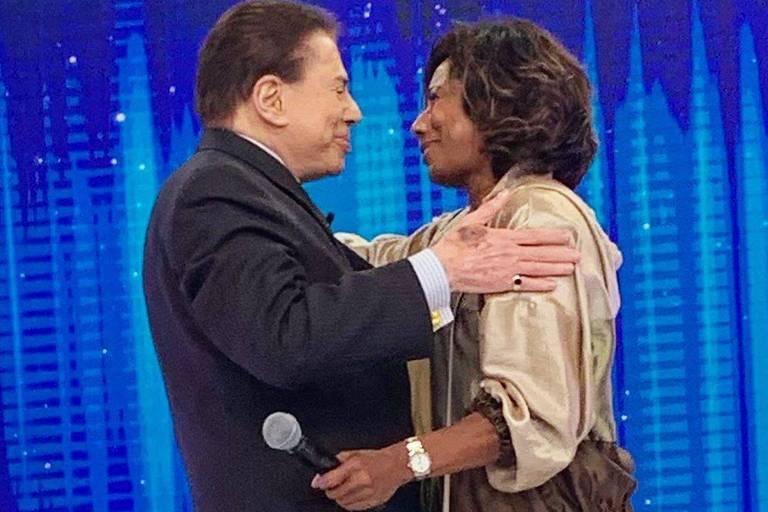 Gloria Maria publica foto de quando conheceu Silvio Santos