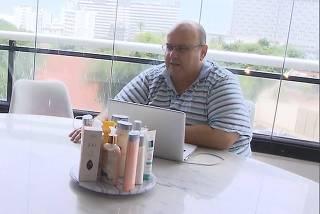 Ex-empresário e irmão de Ivete, Jesus Sangalo (á dir.) concede entrevista ao