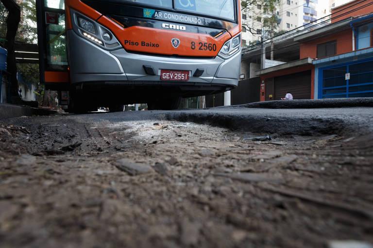 Prefeitura não atende 4 de cada 10 pedidos para tapar buracos