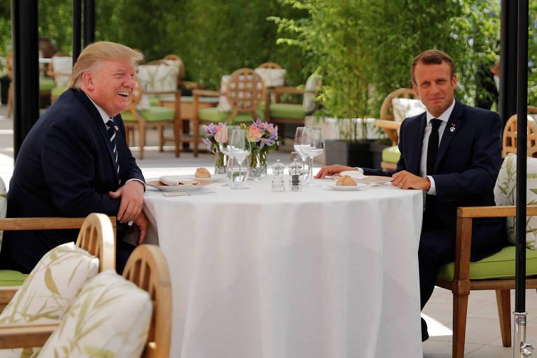 Donald Trump e Emmanuel Macron econtraram-se para um almoço antes do início do G7