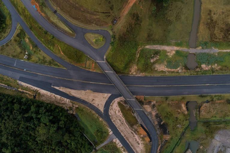 Governo de SP gastou cerca de R$ 3 milhões em um viaduto que liga uma estrada a uma fazenda, obra sem utilidade pública