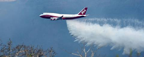 View of a Supertanker, an aerial firefighting airtanker, overflying the fires raging near Robore, Santa Cruz region, eastern Bolivia on August 23, 2019. - The outbreaks of fire, which have razed around 750,000 hectares of forest and crops, were caused by the burning of crop fields, the Heat Focus Monitoring Office of the Forest and Land Authority (ABT) said earlier this week. (Photo by STR / AFP) ORG XMIT: 012531