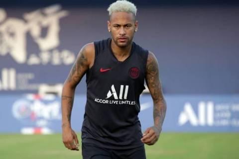 Neymar, que fez apenas nove partidas pelo PSG neste ano, em treino do time