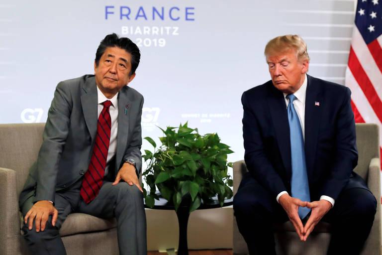 O presidente dos EUA, Donald Trump, e o primeiro-ministro japonês, Shinzo Abe, em reunião bilateral durante cúpula do G7 em Biarritz, na França