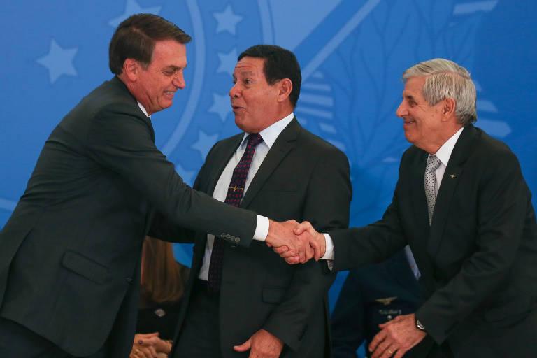 Em evento no Planalto, o presidente Jair Bolsonaro, o vice Hamilton Mourão e o ministro Augusto Heleno