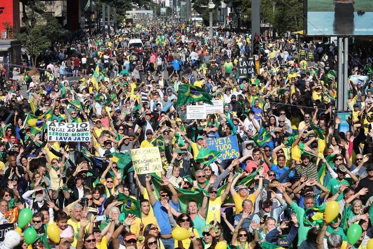 Ato na avenida Paulista, em São Paulo, neste domingo (25)