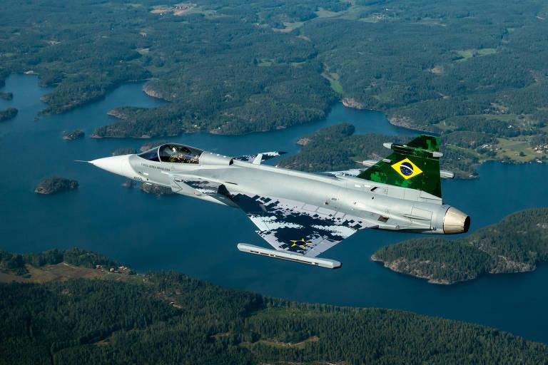 Primeiro voo do novo caça da FAB, o sueco Gripen, que ocorreu nesta segunda (26) na Suécia
