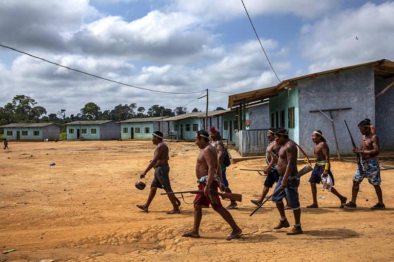 Guerreiros Xikrin chegam à aldeia Rapko após expedição na floresta para retirar grileiros na terra indígena, Trincheira Bacaja, no Para, que teve parte de sua área invadida e desmatada por grileiros.