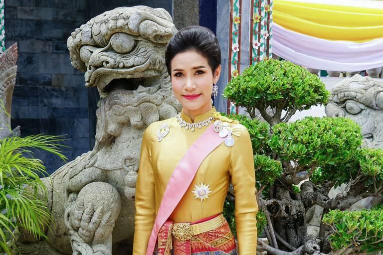 Palácio real da Tailândia publica fotos da