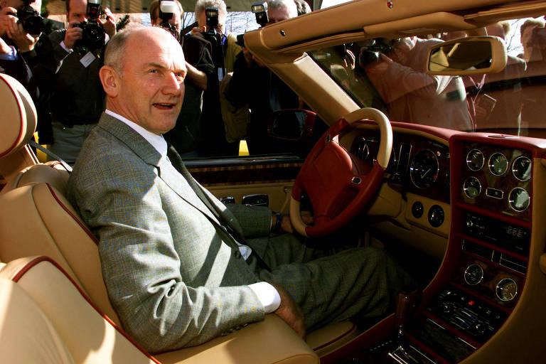 Ferdinand Piech em um Bentley Azure antes de uma conferência de montadoras este ano