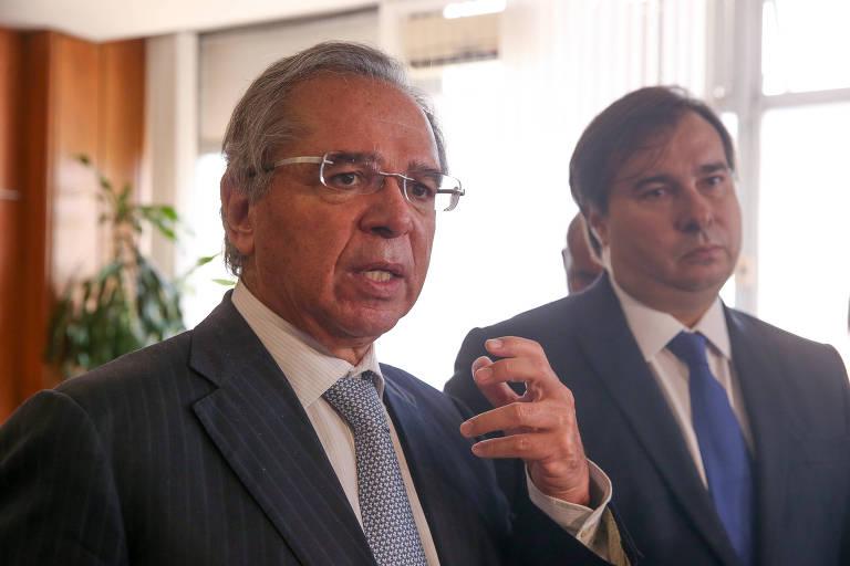 Paulo Guedes, ministro da Economia, ao lado do presidente da Câmara dos Deputados, Rodrigo Maia