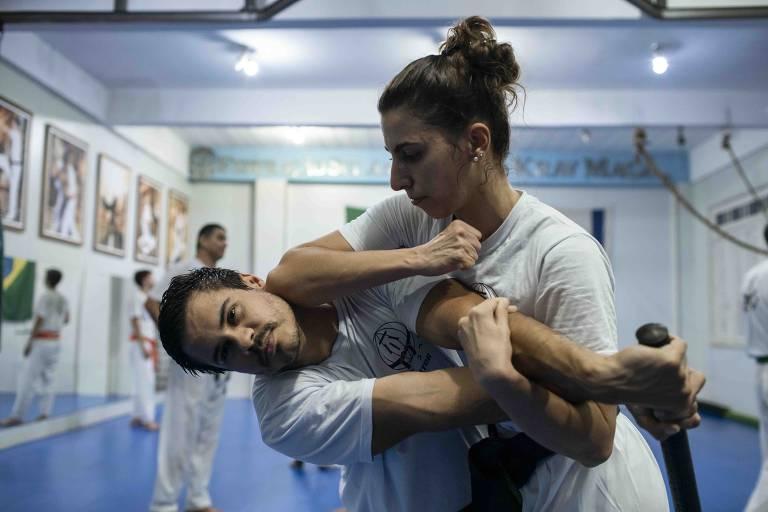 Larissa Pace, primeira mulher a conseguir a faixa preta no krav magá latino-americano, pela Federação Sul-Americana de Krav Magá