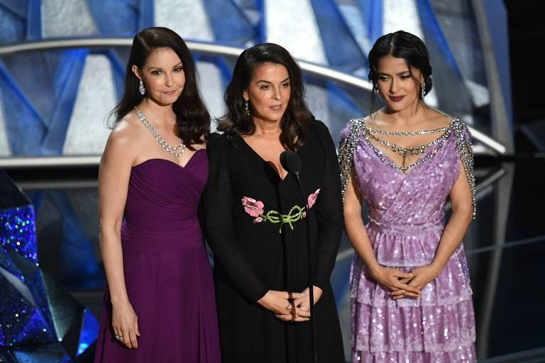 três mulheres com vestido de gala no Oscar