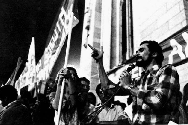 José Genoino, em manifestação a favor da Anistia na praça da Sé, em São Paulo, em 1979