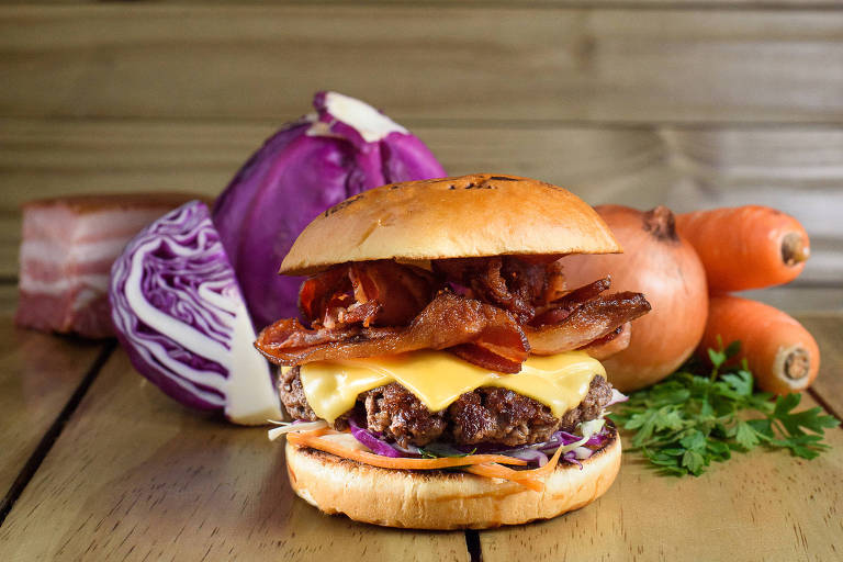Dia do Bacon inspira cardápio em lanchonetes e restaurantes