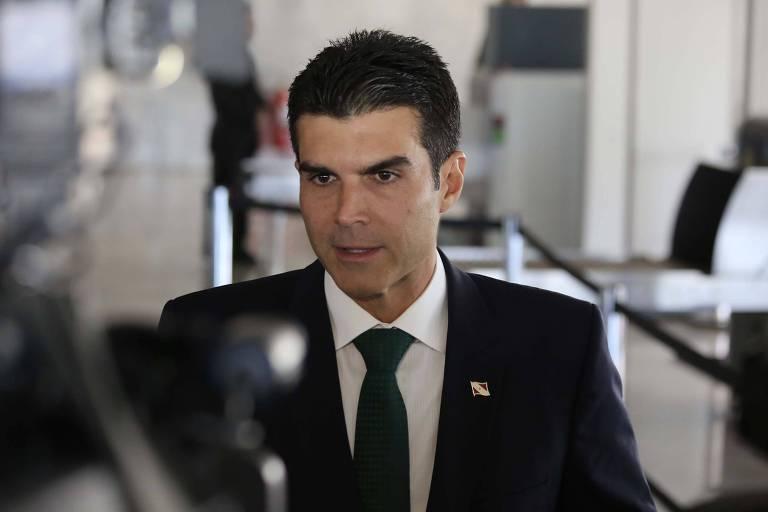 O governador Pará, Helder Barbalho, participa de reunião com o presidente Jair Bolsonaro e ministros
